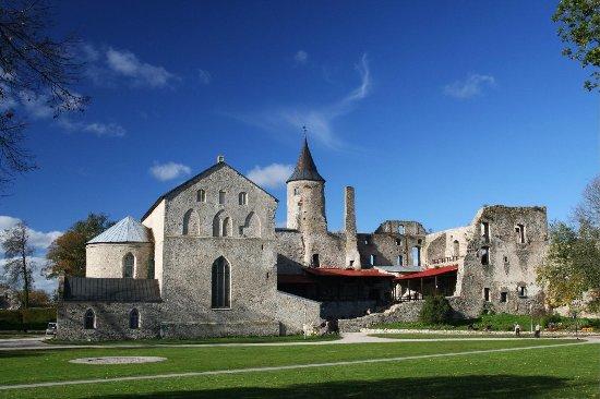 haapsalu-episcopal-castle
